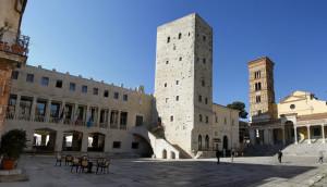 Piazza Municipio, centro storico di Terracina