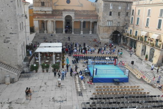 La grande boxe in Piazza Municipio a Terracina A nxur Time