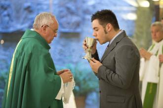 Angelo cresimato da papa Francesco