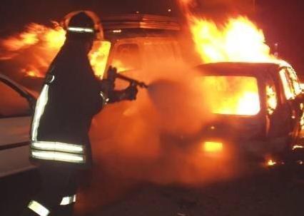 Auto a fuoco: l'intervento del 115