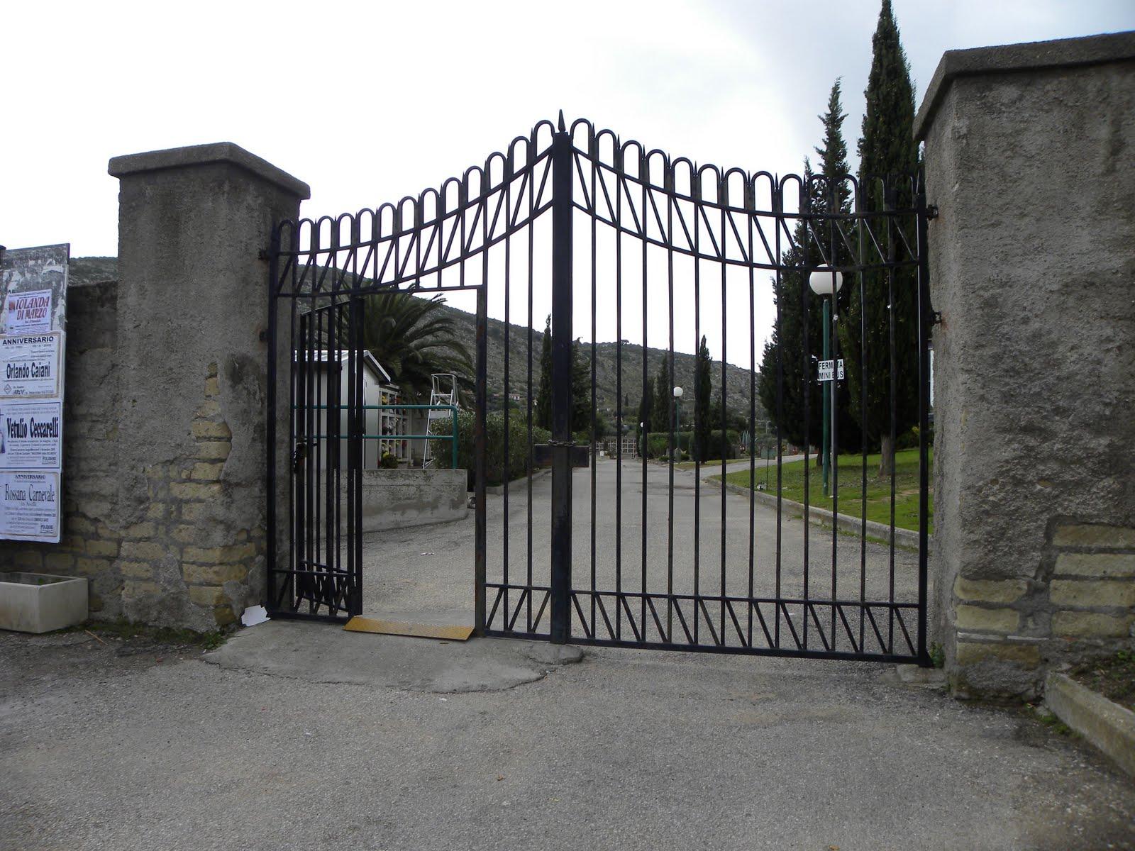 cancello-chiuso-cimitero