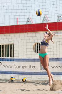 Erika Vavoli al servizio in salto float