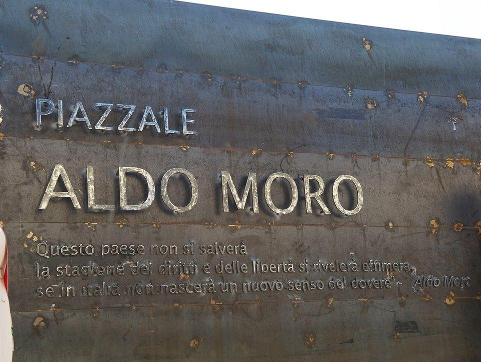 monumento intitolato ad Aldo Moro. Anxur Time