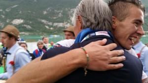 l'abbraccio tra Matteo Lodo e il Presidente del Coni Giovanni Malagò.Anxur Time