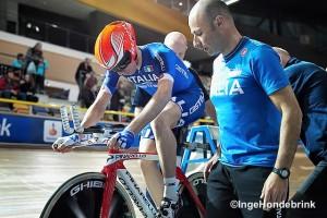 Fabrizio Di Somma segue un suo atleta