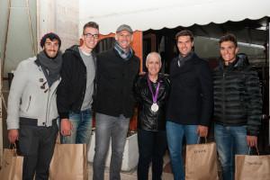 Domenico Villani con i campioni olimpici con la medaglia olimpica conquistata dal duo Sartori-Battisti