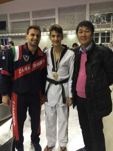 Simone tra il Campione Olimpico, Molfetta e il D.T. Azzurro Mº Yoon . Anxur time