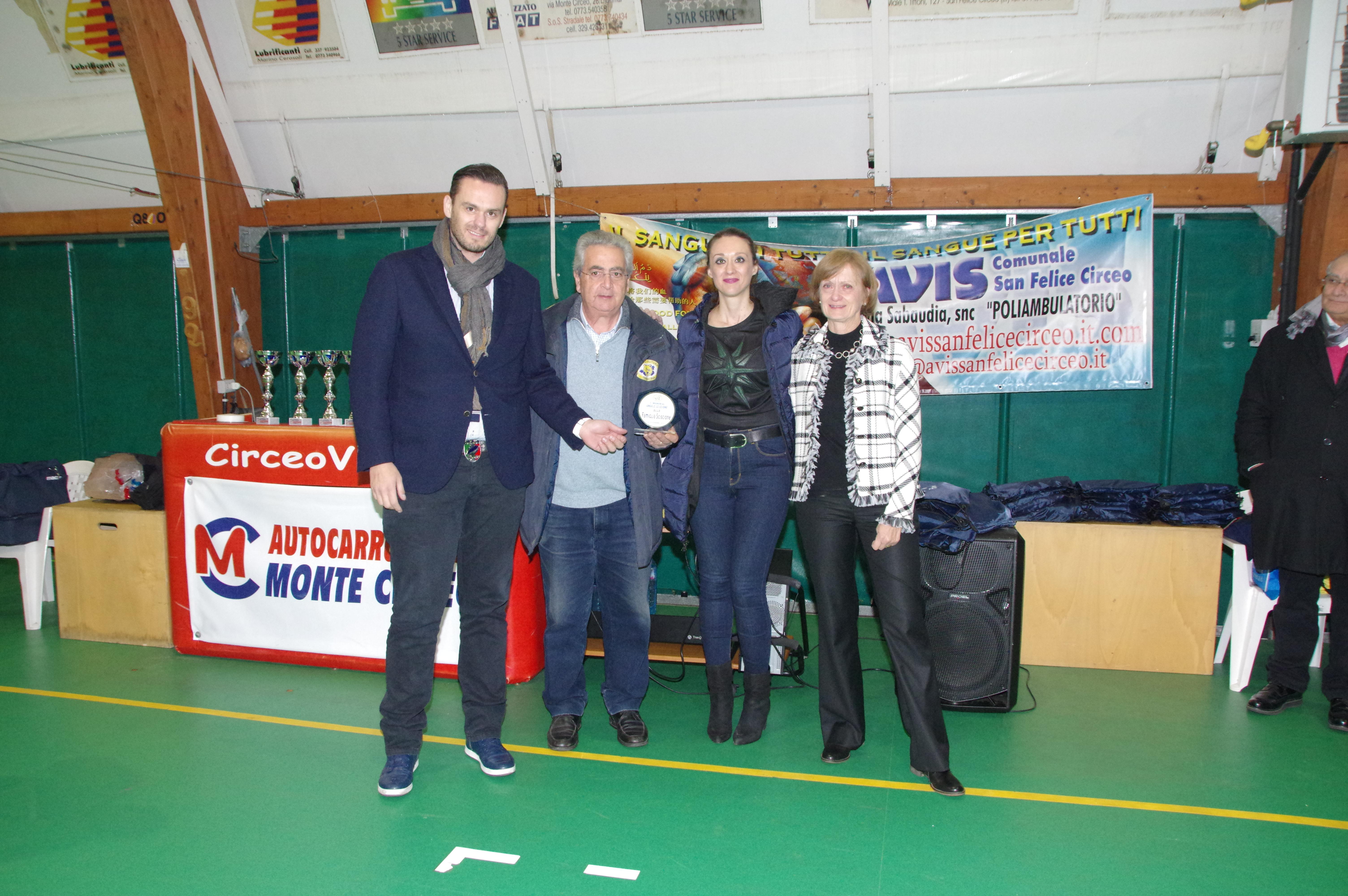 Augusto, Letizia e Gabriella Sciscione premiate dal Presidente della Pallavolo Futura Terracina, Edoardo Bondatti. Anxur Time