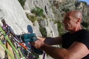 Lorenzo Cervini in azione con il trapano