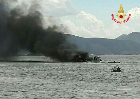 incendio imbarcazione terracina. anxur time