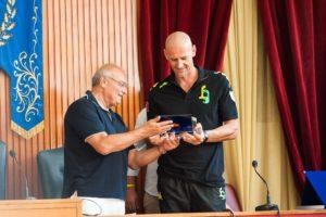 Alessio Sartori premiato da Gianfranco Sciscione. anxur time
