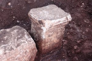 Ara funeraria romana messa in luce. Zona La Valle Terracina. Anxur Time